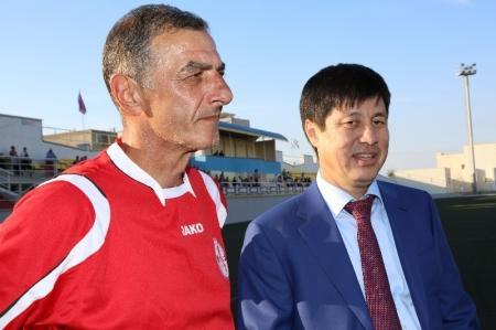 В Актау звезды советского футбола сыграли с ветеранами Мангистау