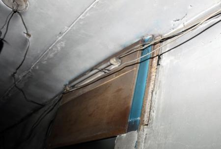 Жильцы дома, в котором сегодня сгорели три квартиры, жалуются на оголенные провода