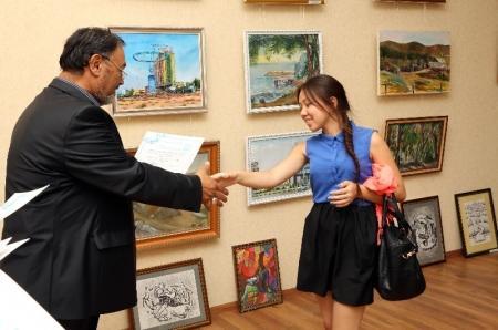 В арт-галерее «Әлем» открылась выставка картин «Красивый город Актау»