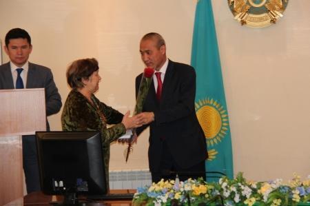 В акимате Актау наградили заслуженных жителей города