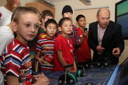Воспитанникам актауской детской деревни дали возможность почувствовать себя морскими капитанами