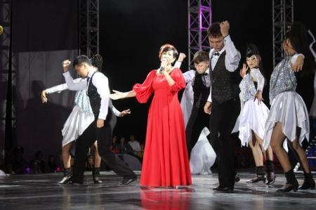Роза Рымбаева поздравила актаусцев с Днем города