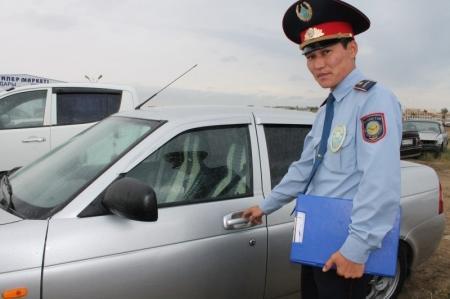 Пьяный житель Актау угнал автомашину в поселке Кызылтобе, чтобы покатать на ней девушку