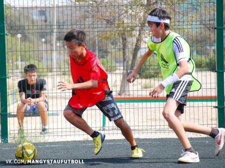 В Актау прошел первый этап «Дворовой лиги» по мини-футболу
