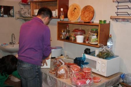 В Актау обнаружен подпольный цех по производству фастфуда