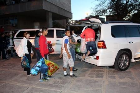 Жители Актау оказали гуманитарную помощь погорельцам в 4 микрорайоне