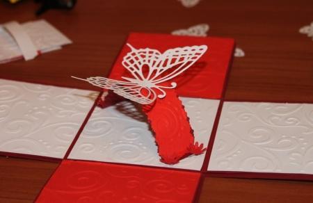 Кардмейкинг – это искусство создания открыток своими руками.