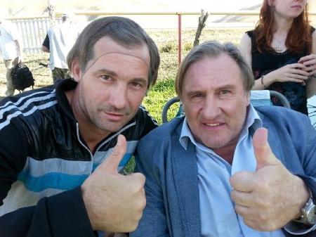 Актауский актер и режиссер Эдуард Табишев утвержден на роль дублера Жерара Депардье