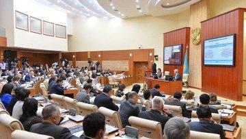 Законопроект, увеличивающий акцизы на алкоголь и табак, одобрил мажилис в первом чтении