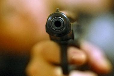 В Актау в результате ранения из травматического пистолета в реанимацию попал 22-летний парень