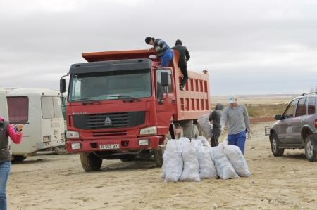 Жители Актау приняли участие в акции «Зеленый десант»