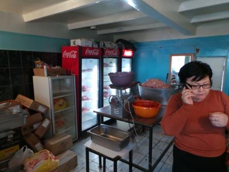 В одном из гаражных обществ Актау нашли подпольный цех по изготовлению мясных полуфабрикатов