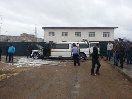 В Актау сгорел свадебный лимузин