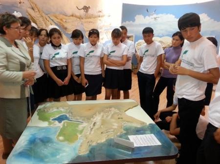 Школьники Мангистауской области побывали на крупных предприятиях и познакомились с рабочими специальностями