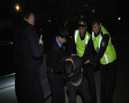 В Актау злоумышленник не смог украсть магнитолу и уснул в машине