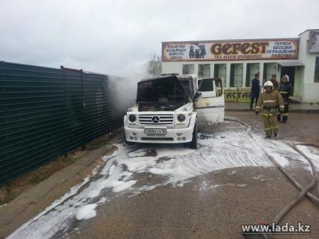 Дознаватели Мангистауского ДЧС назвали причину возгорания салона свадебного лимузина