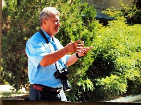 Фотограф Сергей Ахмиров просит воздержаться жителей Актау от покупки квартиры по адресу 4-55
