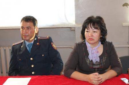 В Актау полицейские разъясняли родителям школьников, чем может грозить ложное сообщение о заложенной бомбе