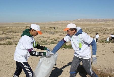 Волонтеры Центра добровольческих инициатив «Кто, если не мы?!» провели акцию под названием «Чистая Планета»