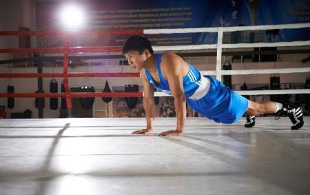 Актауский боксер Берик Абдрахманов выйдет против пуэрториканца Ла Круса на чемпионате мира по боксу