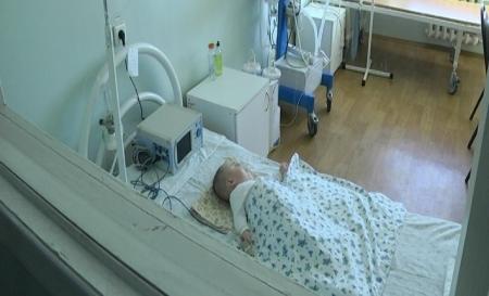 Мать в Актау обвиняет врачей в халатности, по ее мнению полугодовалый ребенок впал в кому после прививки АКДС
