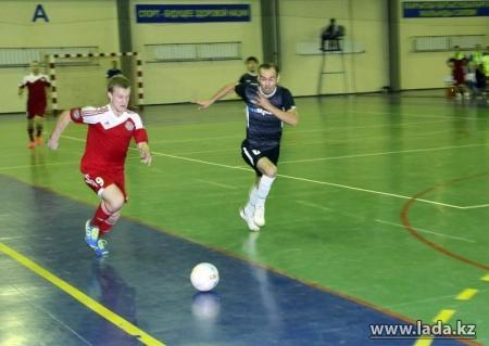 На Кубке Казахстана по футзалу в Жанаозене аутсайдеры удивили фаворитов