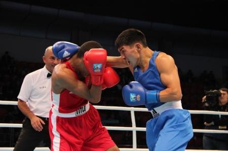 Мангистауский боксер Берик Абдрахманов вышел в 1/8 финала, одолев пуэрториканца Де ла Росса