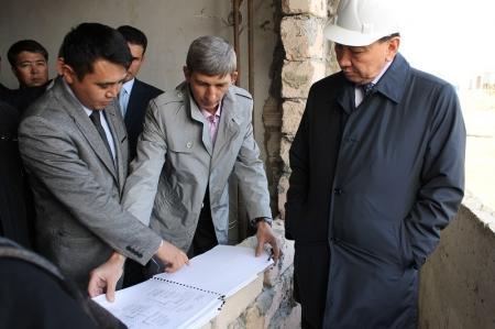 Аким Мангистауской области ознакомился с ходом строительства первой очереди микрорайона «Акку»