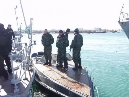 В казахстанских водах Каспия пограничниками РК ранен браконьер из России