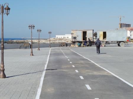 В Актау подходит к концу строительство новой набережной