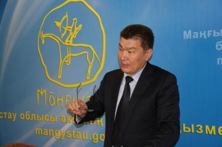 Бакытжан Утегалиев: В Жанаозене будут делать новогоднюю мишуру из мусора