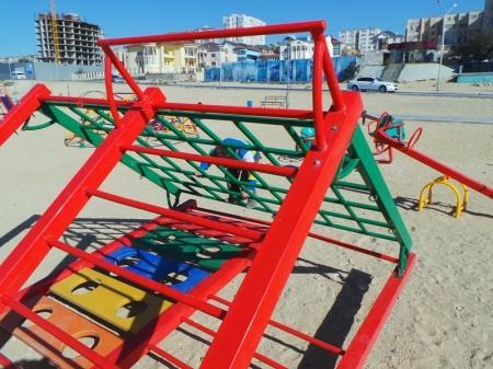Детская площадка в 15 микрорайоне продолжает разрушаться