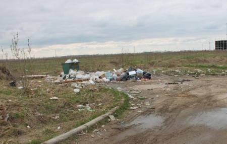 Юлия Козырь: В поселках Шетпе и Акшукур действует всего один мусоровоз и практически нет контейнеров для мусора