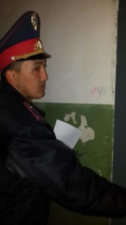 В Актау жители 22 микрорайона подняли тревогу, опасаясь за судьбу детей из семьи алкоголиков
