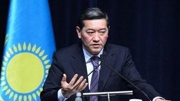 Ахметов пригрозил министрам наказанием за невыполнение поручений президента до конца 2013г