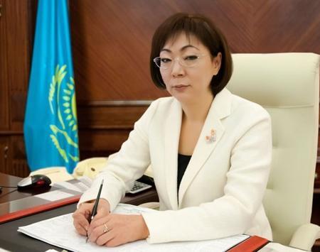 Министр здравоохранения РК Салидат Каирбекова встретилась с медицинскими работниками Жанаозена