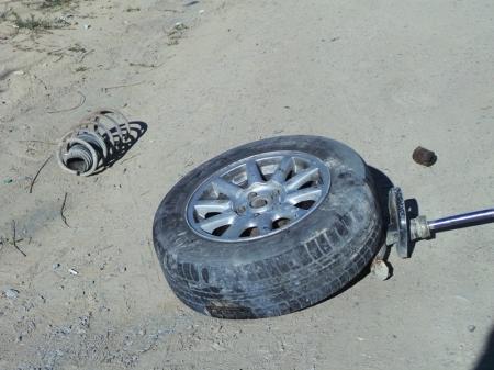Прямо на дороге у машины отвалилось колесо