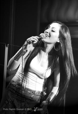 Впервые в Актау приезжает эстрадная певица Зара Маркосян
