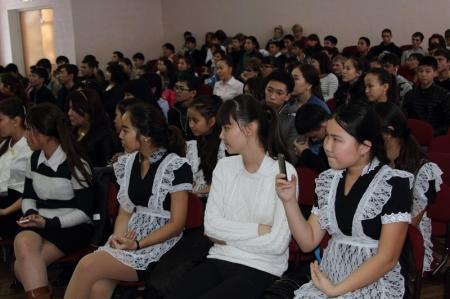 В Актау учащиеся старших классов школ города выходят в совместные рейды с полицейскими