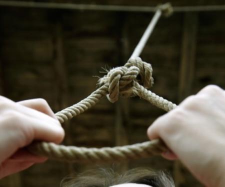 В селе Мангистау в своей квартире повесился 27-летний парень