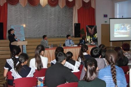 Сотрудники финансовой полиции рассказали школьникам Актау о поощрениях за содействие в борьбе с коррупцией