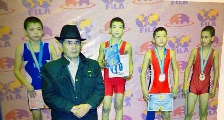 Жанаозенский спортсмен стал серебряным призером чемпионата РК по вольной борьбе