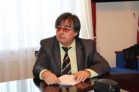 Глава мангистауской полиции Кайрат Дальбеков дал пресс-конференцию местным журналистам
