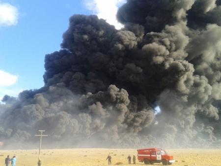 Вблизи Актау загорелись восемь цистерн с нефтью (ИНФОРМАЦИЯ УТОЧНЯЕТСЯ)