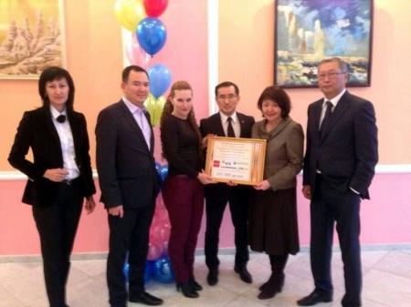 Работники пяти банков Актау передали в фонд «Адал» 200 тысяч тенге