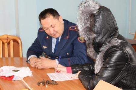 Жительница Актау сдала полиции целый арсенал оружия