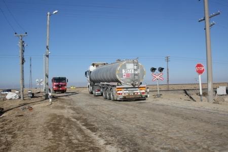 Авария на железной дороге около Актау стала причиной обследования всех опасных переездов в стране