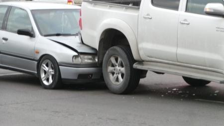 В 11 микрорайоне Актау иномарка влетела под пикап