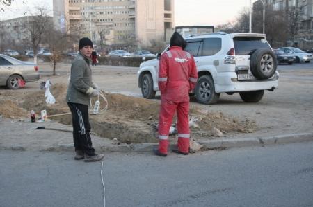 Из-за повреждения подземного кабеля в центре Актау вышел из строя светофорный объект