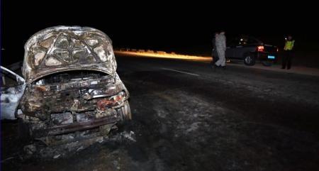 На автотрассе Актау-Жанаозен полностью сгорела автомашина Kia Cerato